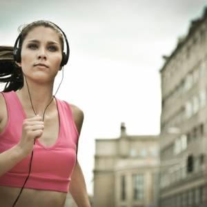 注意了!运动听耳机,听力伤害增加一倍,会伤害记忆力!