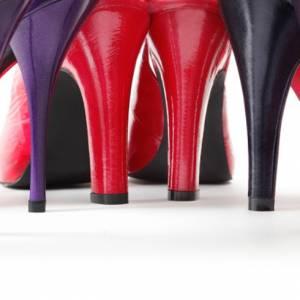 """穿高跟鞋或鞋子太小,不只伤害脚,也是胃肠道的""""大敌""""!"""