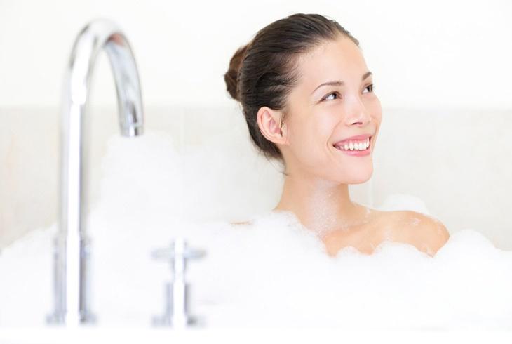长辈为什么常说吃饱后不要洗澡?那到底需要多久才能洗澡呢?真相是。。。
