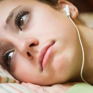 英研究:悲伤的人更要听悲伤音乐,有助改善忧郁情绪!