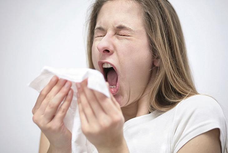 """忍著喷嚏易伤耳朵,相当于又把细菌""""吞""""回去"""