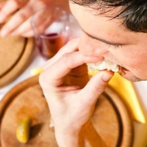 晚餐吃的过饱易引起的疾病