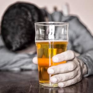 喝酒增加患癌风险!