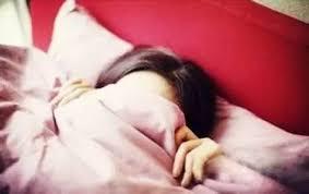 崩信鬼怪,以为鬼压床? 半梦半醒动弹不得,这是睡眠麻痹综合症!