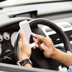 司机开车视讯聊天釀死亡车祸  苹果公司却挨告!