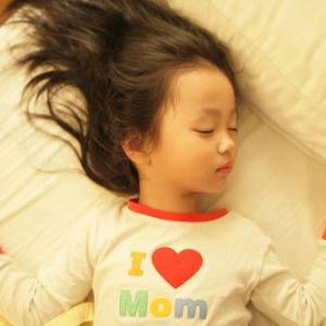 小朋友睡觉有鼻鼾声 小心影响日后智力发展