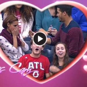 篮球迷现场直播向女友求婚,接下来的事却尴尬了......