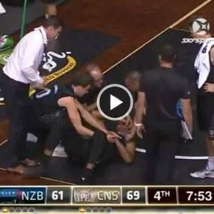 【慎入】球赛骇人意外 篮球员眼球蹦了出来
