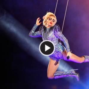 超级杯中场霸气演出 女神卡卡球场顶端跃下舞台!