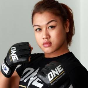 大马之光!她是首位女穆斯林MMA选手