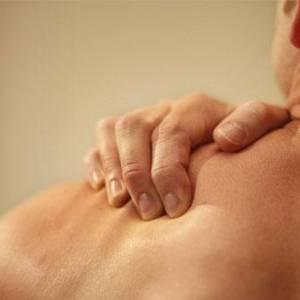 肩膀痛得不得了!  中医师授你5招减轻痛苦!