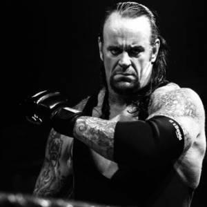 Undertaker退役原因曝光:再不退,他就残废了!