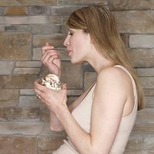 孕妇吃冰,胎儿会躁动!