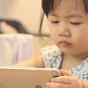 幼儿别接触手机!每日接触电子产品超过30分钟影响语言发展