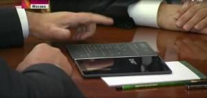 正反双屏手机重出江湖!价格比上一代便宜