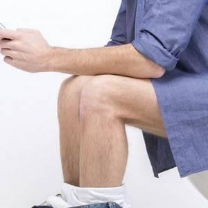 如厕滑手机看报纸  小心大肠癌找上你