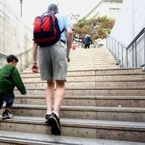 爬楼梯有助预防失智症!