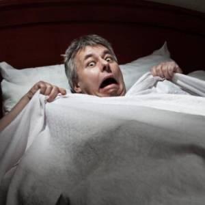 """睡眠中感觉""""踩空""""惊醒,是""""灵魂外游""""走路不平衡吗?"""