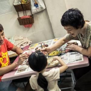 【电影介绍】影后张艾嘉特别演出 一部大马贫穷家庭的悲惨故事