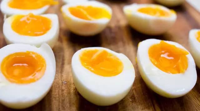 你怎样吃蛋?只吃蛋白不吃蛋黄?那太太太可惜了!!