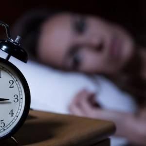 """患上抑郁症很痛苦  或许""""睡少一点""""有帮助!"""