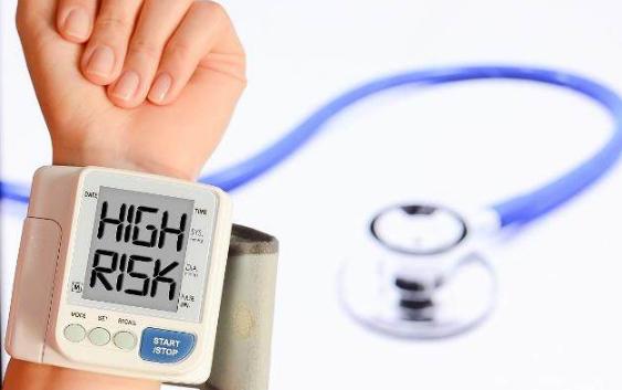 身体有这些症状吗?这可是高血压的信号!