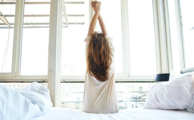 """从睡姿看你平常怎么""""虐待""""身体!身体酸痛4原因"""