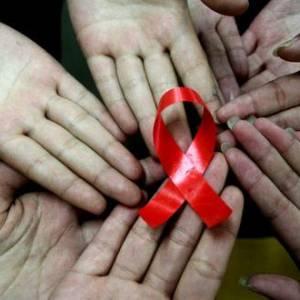 和带菌者一起生活,就会感染爱滋病?