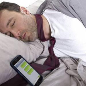 可怕!睡梦中巨响男子头破血流  只因在床头放了它!