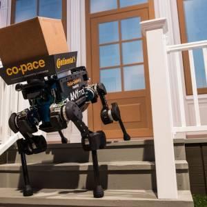 无人机算什么 德国机器狗展现亲和力送包裹!