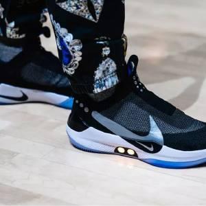 Nike发布蓝牙操控篮球鞋 一键就能调整鞋带