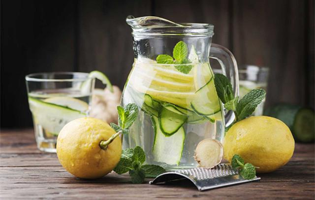 水果泡在水里可达排毒效果?来看专家解说Detox Water