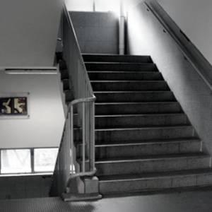"""教学楼真的闹鬼吗?""""老师们都会从楼梯跌下来......"""""""