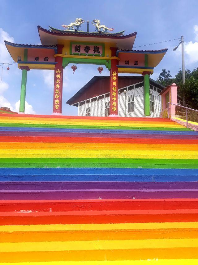 雪州小镇也有彩虹梯,可以换地方拍照打卡了! - 旅游资讯- 旅游休闲- 论坛- 佳礼资讯网