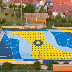 不用搭飞机出国,本地也有艺术篮球场了!