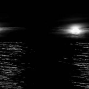 """拿着望远镜看大海,结果发现有人在""""招手"""""""
