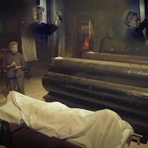 """只能吃冰冷食物、睡棺材? """"守尸人必须活得像死人!"""""""