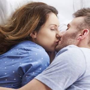 """提防新冠病毒,专家:""""伴侣之间性行为可以试着戴口罩"""""""