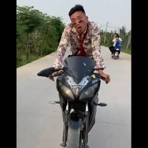 超级摩托车!谁都可以拥有。。。
