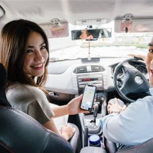 老公每天接送女同事上下班,我用这2种方法治他!男人的副驾驶座到底能不能坐别的女人?