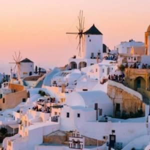 闺蜜旅游:为什么希腊适合跟「姊妹」去?三间超好拍民宿不藏私大推荐!