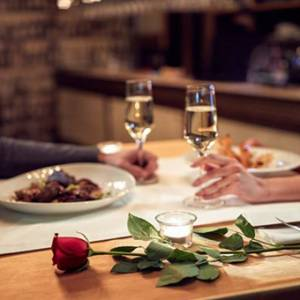 每次约会要男友带她吃高级餐厅!女子得知真相后内疚:那是我以为他很有钱啊!