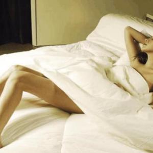 女子同居后,喜欢和男友每天在家脱光光相处!朋友超傻眼:哪有人会在家裸体走来走去?