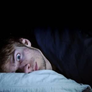 """半夜忽然感觉有""""人""""在跳床,还传出小孩笑声!想睁开眼,却浑身动弹不得!"""