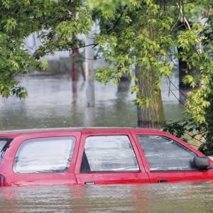 河南洪水淹没隧道来不及逃生     专业人士分享逃离车子方法