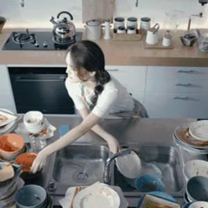 """女友第一次去家里吃饭不洗碗,让他不想结婚了!""""她不洗碗不做饭,把自己当做公主这样!"""""""
