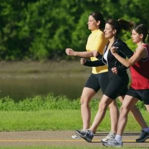 每天快走能降低体重吗?从2个方面入手,让体重快速下降!