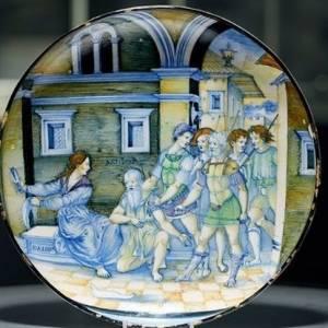 瓷盘藏抽屉没人管 她打开惊见16世纪古董!卖出7百万天价