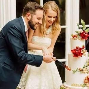 新婚夫妻看监控见宾客多吃一块蛋糕,发信息追讨蛋糕钱!网友们凌乱了