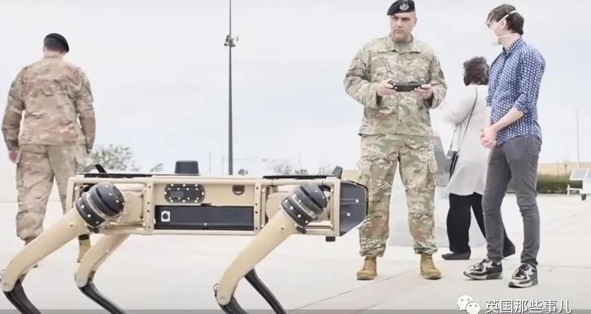 AI配精准狙击枪,美国公司发布了杀手机器狗... 总感觉有点不妙..